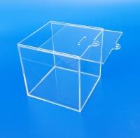 Salvadanaio in plexiglass trasparente