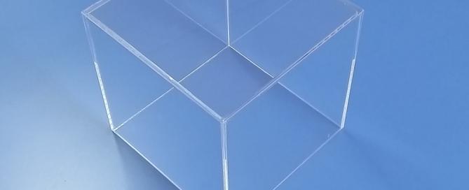 Teche Cubi Bacheca su misura in plexiglass trasparente